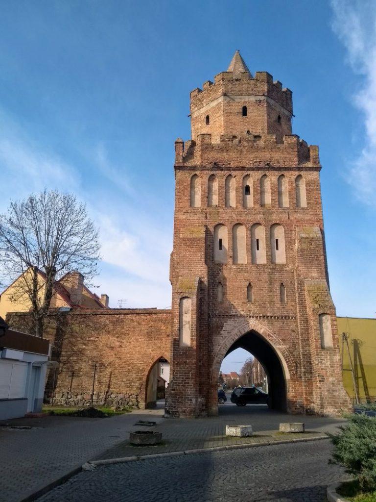 Średniowieczna brama Barnkowska w Chojnie.