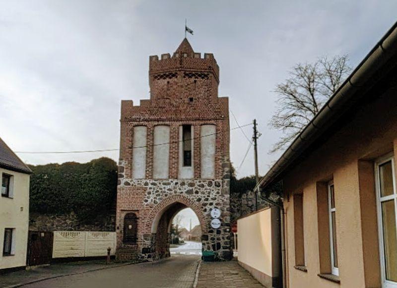 Brama Chojeńska w Trzcińsku Zdroju
