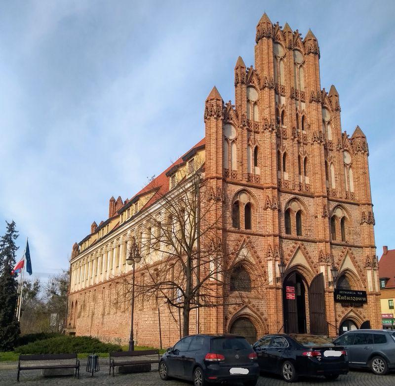 Gotycki ratusz w Chojnie