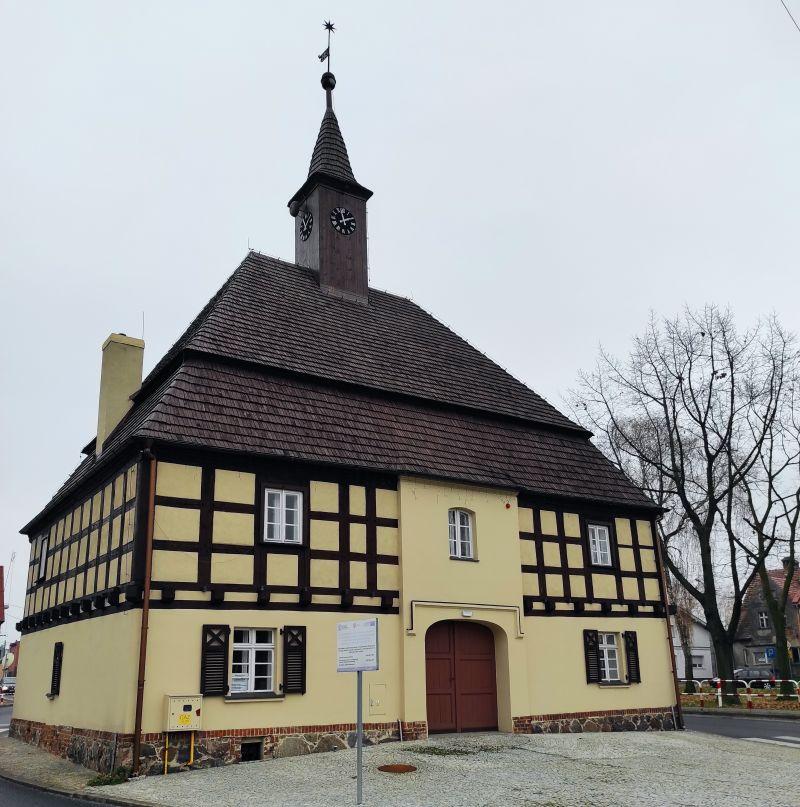 Ratusz w Rostarzewie